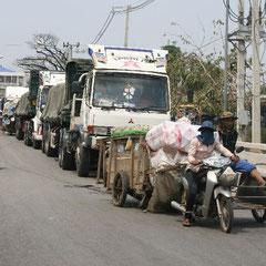 Warteschlange von Thailand nach Kambodscha