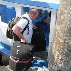 beim Koffer an Bord bringen