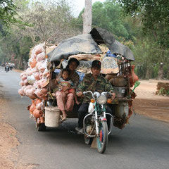"""Unterwegs zum Tempel """"Benteay Srey"""""""