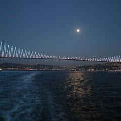 die Bosporusbrücke - Übergang von Europa nach Asien