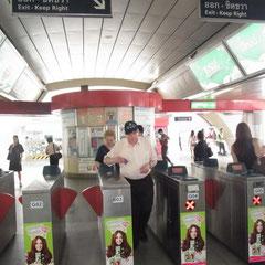 Opa Walter auf dem Weg zum Sky Train
