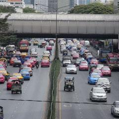 unser erster Eindruck von den Strassen Bangkoks
