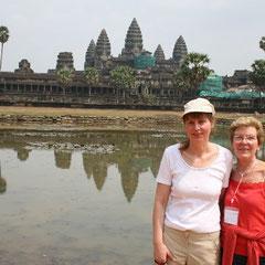 """Marita und Ihre Mutter vor """"Angkor Wat"""""""