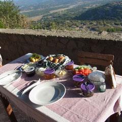 unser Frühstück mit schöner Aussicht