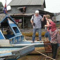 "nun ging es auf das Boot zum Dorf ""Kampong Kleang"""
