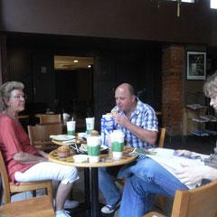 Frühstück bei Starbucks nachdem das Frühstück im Prince Palace nichts war
