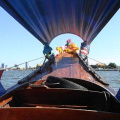 im Longtailboot auf dem Chao Phraya River