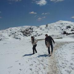 Schneespaziergang bei schönem Wetter