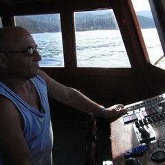 Skipper Ömer auf dem Weg zum Tauchspot
