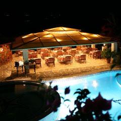 von unserem Balkon-Blick auf das Restaurant