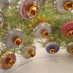 Anstecker - recycelte Kronkorken (Foto Karola Rinke)