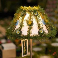 Lampenschirm - recycelte Flaschendeckel (Foto Ellen Lewis)