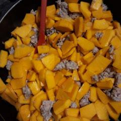 Kürbisauflauf mit Gnocchi und Hackfleisch, glutenfrei