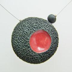 fiche détaillée du collier en raku rouge et noir