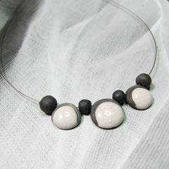 fiche detaillée collier de perles en céramique raku blanc