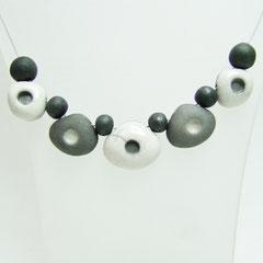 description collier de perles artisanales en céramique