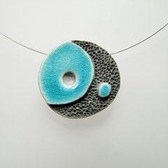 voir la description du collier céramique raku noir et bleu