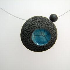 voir ce collier volcano bleu