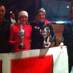 Katrin Hinterholzer mit dem Sieger der Herren Klasse Christoph Nachtschatten