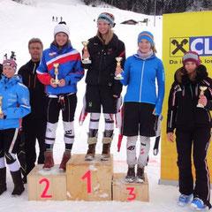 Katrin ganz oben am Siegespodest und Bezirksmeisterin im Slalom