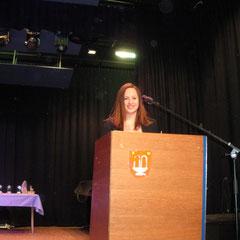 Johanna Hinterholzer am Sprecherpult