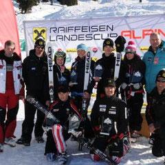 TSV Vizepräsident Franz Patscheider und Nachwuchsreferent Heribert Hörbst mit den strahlenden Siegern