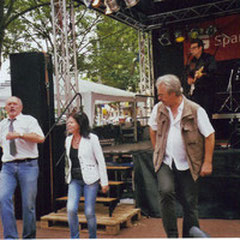 17.6.2011 Lister Meile, (von rechts) Brigitte, Jürgen, Brigitte, Jürgen, dahinter Buddy & The Cruisers