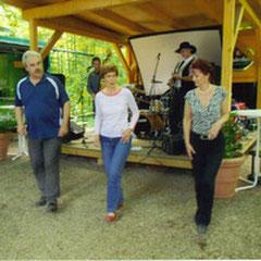 2012 Bischofshol (von rechts)Brigitte, Elke, Jürgen, dahinter Mick D. & the Braveheart´s
