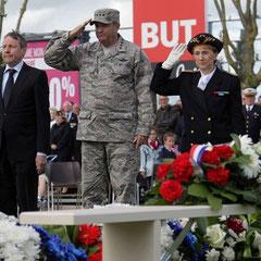 Le Général commandant en chef de l'Otan à Carentan le 4 Juin