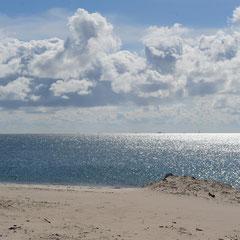 Weite, Strand, Meer und Himmel