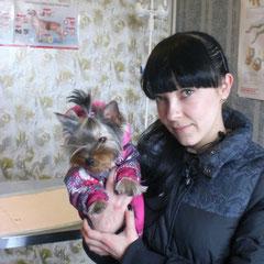 Диля с хозяйкой Натальей сразу после удаления молочных клыков
