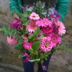 Bouquet deuil  rose vif     40 euros