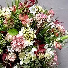 coupe de fleurs  bordeaux et blanc         50 euros