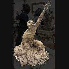 Sculpture sur le thème de l'homme et la vie ( la survie dans ce cas ).