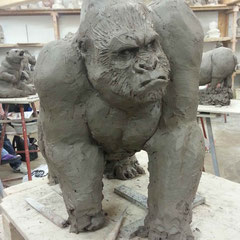 Sculpture de gorille. ( Première partie d'une suite d'exercices centrés sur un animal en particulier, et j'ai choisis le gorille ;o )