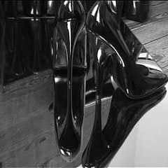 Heels-Sculpture(s), 2002 - 3 temporary sculptures (high heels & mirrors) - Gabrielle Zimmermann