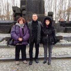 Lionnel Luca avec Rachel Bolt-Sansoni et Michèle Perrin pour accompagner les collégiens de Romée de Villeneuve