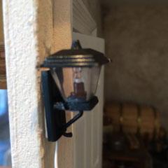 lampe extérieure  (électricité pour maison de poupées)