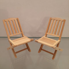 Chaises de jardin (meuble pour maison de poupées)