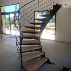 installation d'un escalier arrondi dans le gard