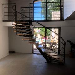 installation d'un escalier arrondi bois et fer dans le gard