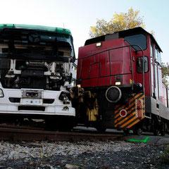 Ein Lastwagen stieß nahe des Kremser Hafens mit der industriebahn zusammen.