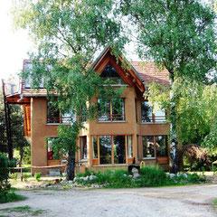 D-2010: Haus komplett aus Naturmaterial ohne elektr. Maschinen gebaut!