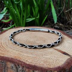 """Pferdehaararmband """"Ànnà"""" aus Schweifhaar,  mit Zinndraht mit 4% Silberanteil, Edelstahlverschluss, €55,-"""
