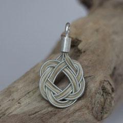 """Pferdehaaranhänger """"runder keltischer Knoten"""" aus Schweifhaar, Zinndraht mit 4% Silberanteil, handgefertigte Aufhängung aus 925/er Silber. € 80,-"""
