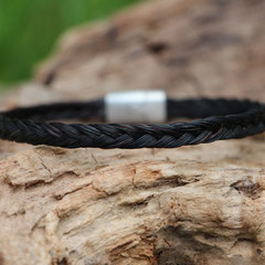 Pferdehaararmband aus Schweifhaar,  3-fach flach geflochten, Edelstahlverschluss, €35,-