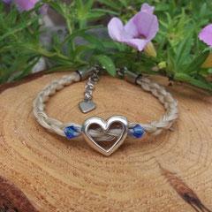 Pferdehaararmband aus Schweifhaar,   4-fach rund geflochten mit Edelstahlverschluss und Herz aus 925/er Silber, 2 Swarovskikristalle €90,-
