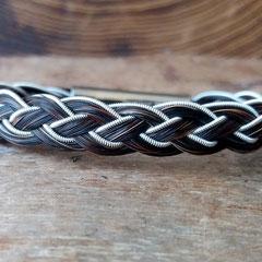 """Pferdehaararmband """"Biggà"""" aus Schweifhaar, 4fach flach geflochten mit Zinndraht mit 4% Silberanteil einseitig eingefasst, Edelstahlverschluss, €55,-"""
