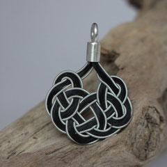 """Pferdehaaranhänger """"keltischer Knoten-Schaukel"""" aus Schweifhaar, Zinndraht mit 4% Silberanteil, handgefertigte Aufhängung aus 925/er Silber.  € 80,-"""