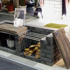 防災ベンチの座面に。(JレンガⅡとの組み合わせ) オールドヴィレッジペイバー300×600